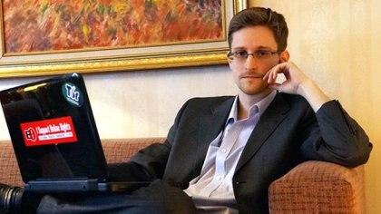 Snowden trabajó como experto informático para la CIA y la NSA