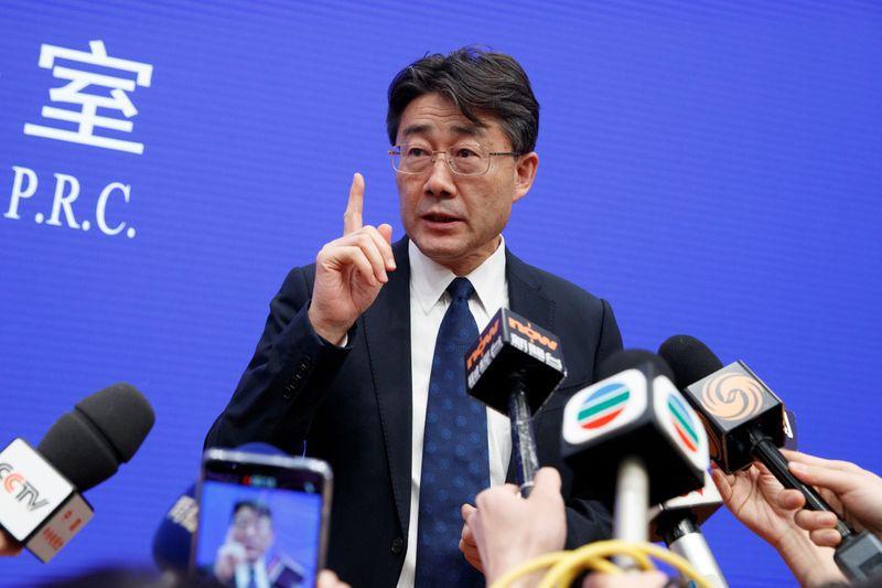 FOTO DE ARCHIVO: Gao Fu, director del Centro para el Control y la Prevención de Enfermedades de China, atiende a los medios durante una rueda de prensa en la Oficina de Información del Consejo de Estado de China en Pekín, China, el 26 de enero de 2020.  REUTERS/Thomas Peter