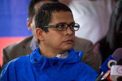 Foto fechada el 21 de mayo de 2018 que muestra al dirigente político Nicmer Evans durante una rueda de prensa del Frente Amplio Venezuela en Caracas (EFE)