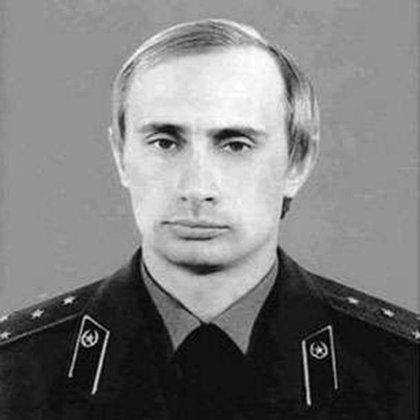Vladimir Putin en su juventud como agente de la KGB