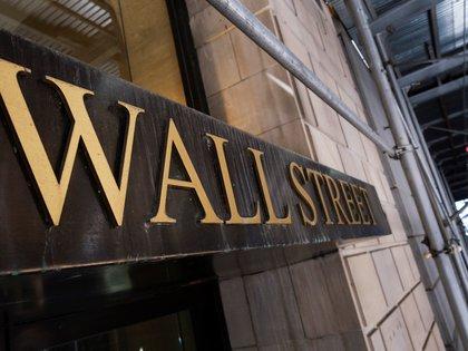 Vista de un cartel de Wall Street en Nueva York, Estados Unidos, el pasado 15 de junio de 2020. EFE/EPA/JUSTIN LANE/Archivo