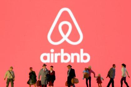 Airbnb es una plataforma digital dedicada a la oferta de alojamientos a particulares y turísticos, que permite a los anfitriones publicitar sus  propiedades a huéspedes de todo el mundo. REUTERS/Dado Ruvic