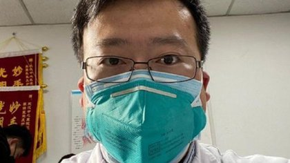 El oftalmólogo Li Wenliang al alertar sobre la aparición del coronavirus