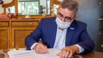 El gobernador de Catamarca, Raul Jalil, restringió por decreto la circulación nocturna