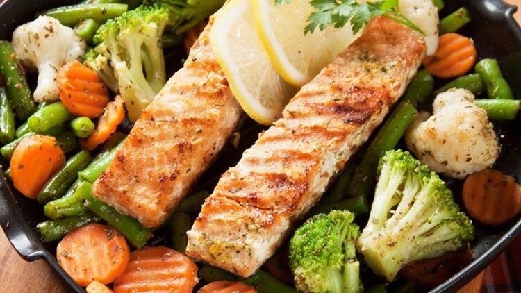 El pescado es uno de los ingredientes esenciales de cualquier dieta saludable (Shutterstock)