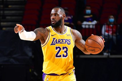 LeBron James fue la figura de los Lakers junto a Anthony Davis (Reuters)