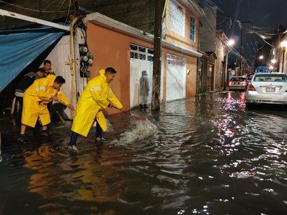 Imagen de las fuertes lluvias que se presentaron en la capital el pasado 15 de septiembre (Foto: Twitter @Alc_Iztapalapa)