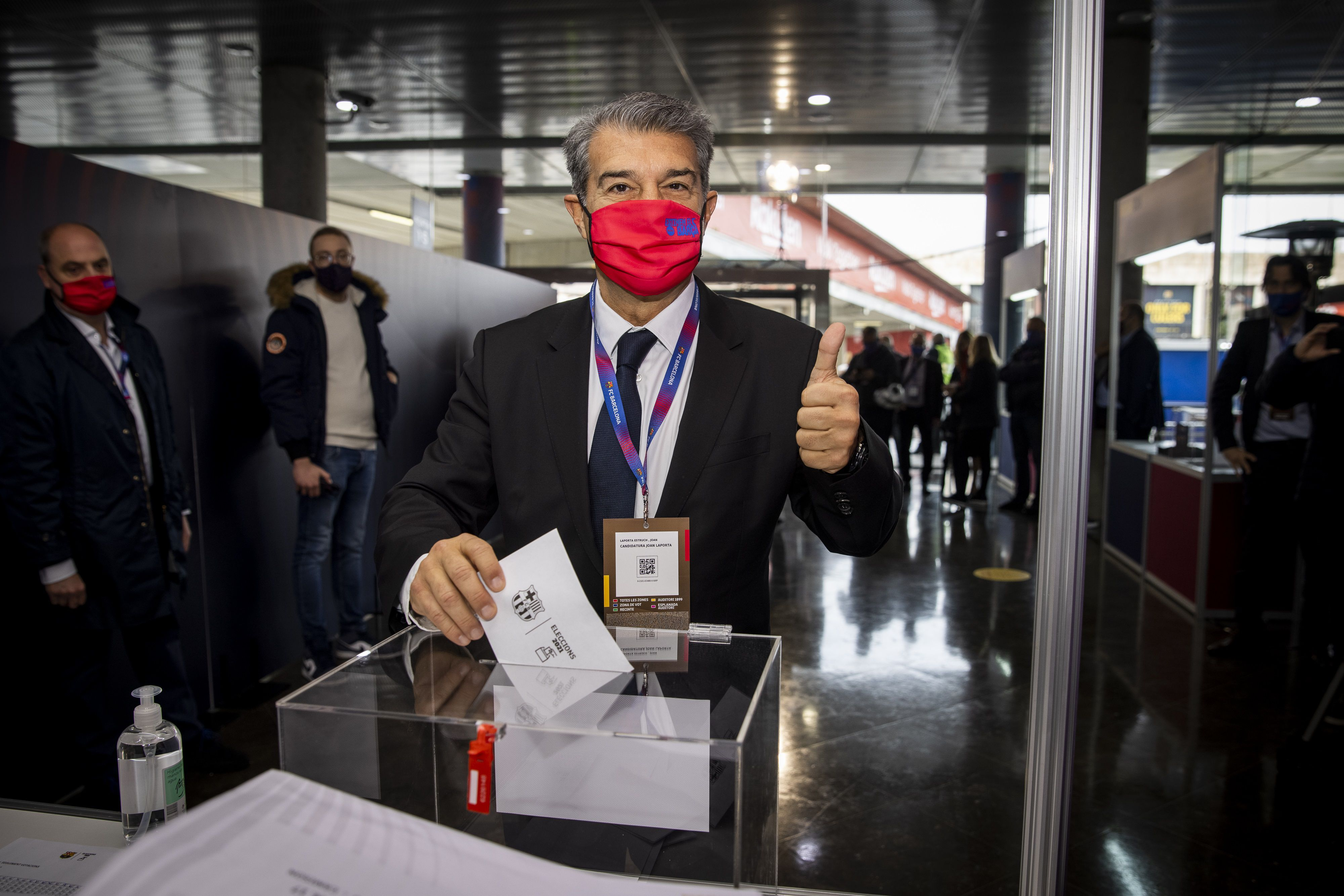 Joan Laporta, votando en la jornada de elecciones presidenciales del FC Barcelona del domingo 7 de marzo (FCB)