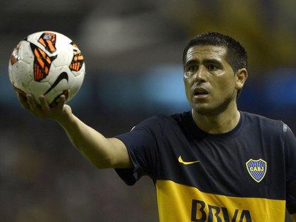 Los viejos recuerdos del Román futbolista ahora convivirán con los hechos del Riquelme político (Foto: AFP)