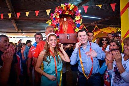 El gobenador Gerardo Zamora y la senadora Claudia Ledesma Abdala recordaron con una foto del año pasado el día de San Esteban (Facebook: Gerardo Zamora)