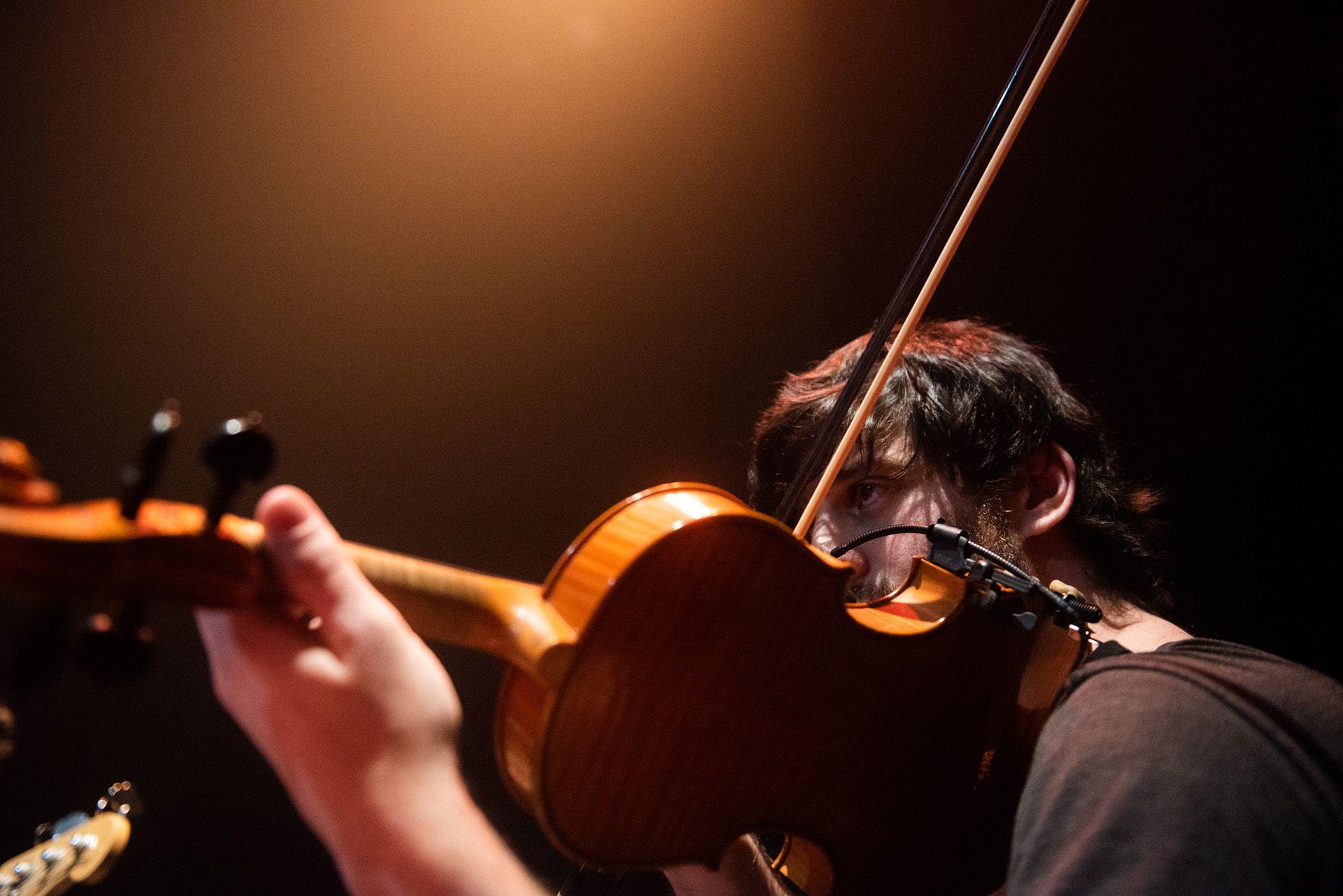 Román Peusner, en violín