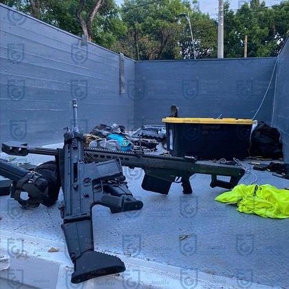 Una de las armas utilizadas en el atentado fue el fusil Barrett calibre .50, similar a la que usó el Cártel de Sinaloa para imponer el terror y liberar a Ovidio Guzmán (Foto: Fiscalia General de Justicia de la Ciudad de México)