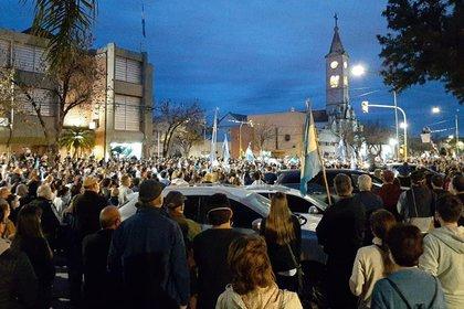 La población de Avellaneda, en Santa Fe, se movilizó en solidaridad con la empresa   Foto NA