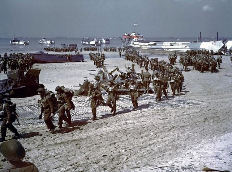 Pagina Histórica de Hoy (Mundial) Invasion-en-Normandia-a-color-SF-20