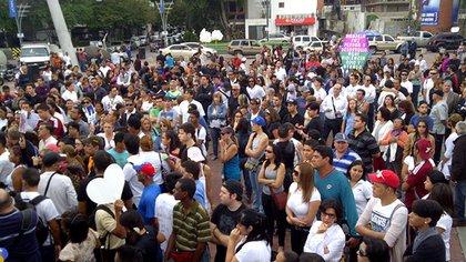 Su sepelio fue acompañado por miles de venezolanos conmovidos por la tragedia y hartos de la inseguridad