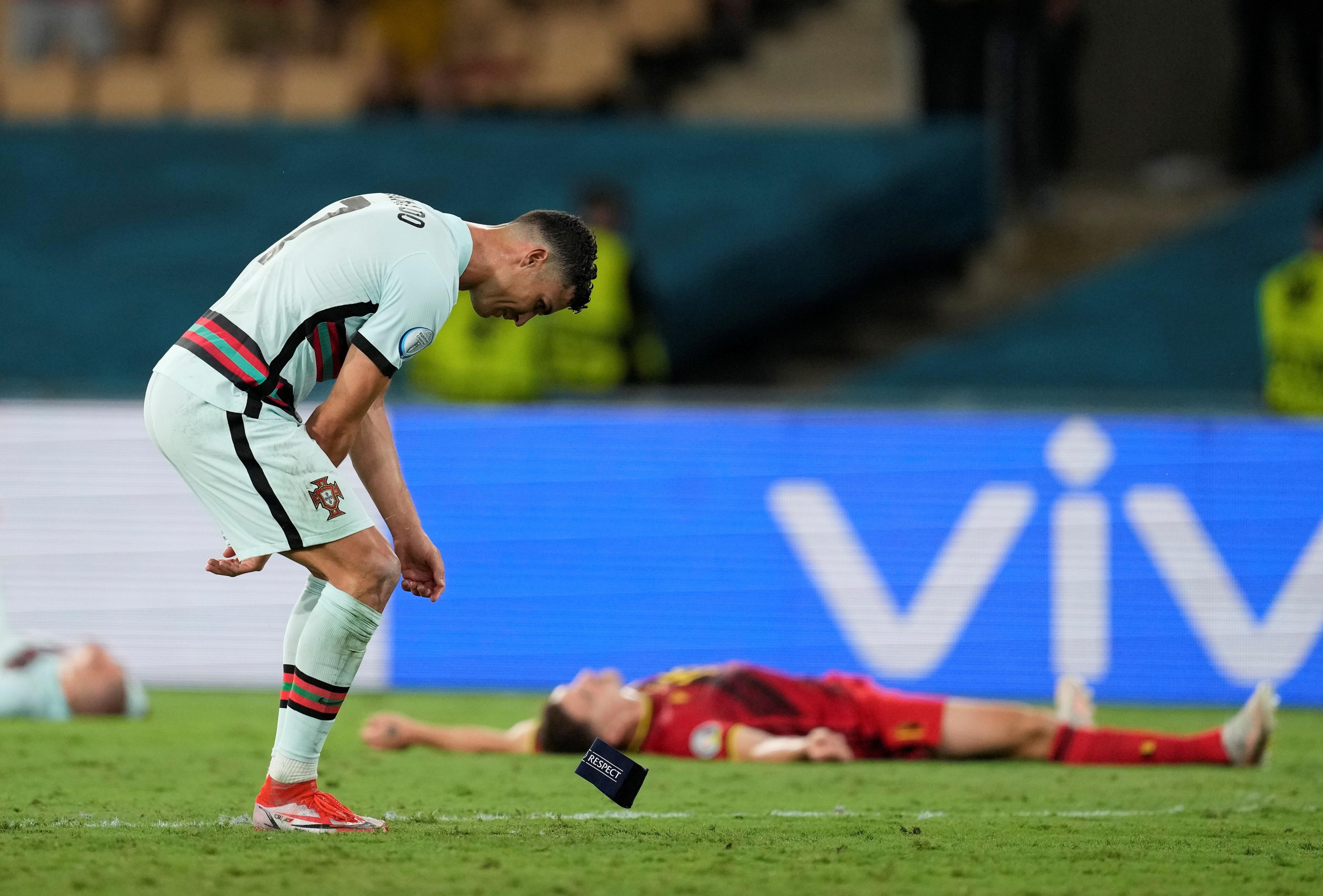 Ronaldo volvió a tirar al suelo el brazalete de capitán (Reuters)