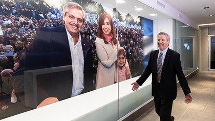 La foto de Alberto Fernández y Cristina Fernández se impone en el nuevo búnker (felipesola_ok)