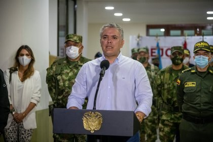 Colombia's President Ivan Duque announces the death of National Liberation Army (ELN) rebel leader Andres Felipe Vanegas Londono, better known by the nom de guerre Uriel, in Quibdo, Colombia October 25, 2020. Courtesy of Colombian Presidency/Handout via REUTERS ATTENTION EDITORS - THIS IMAGE WAS PROVIDED BY A THIRD PARTY. NO RESALES. NO ARCHIVES