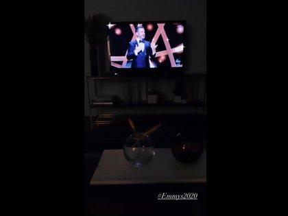 Se relajó disfrutando la entrega de los Emmy (Foto: Instagram @irinavaeba)