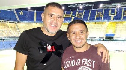 Juan Román Riquelme junto a su hermano Cristian en La Bombonera