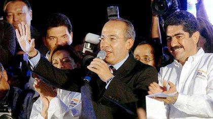 Felipe Calderón, a su derecha su antiguo amigo, el político Manuel Espino (Foto: Archivo)