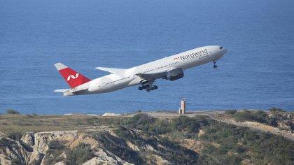 ElBoeing 777 propiedad de una compañía de vuelos chárter rusa, Nordwind Airlines