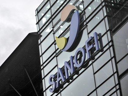 El laboratorio francés Sanofi destinará parte de su capacidad industrial al embotellado de la vacuna basada en ARNm desarrollada por la biotecnología alemana BioNTech en colaboración con la estadounidense Pfizer (EFE)