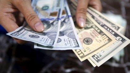 El precio del dólar libre cae 19 pesos en enero.