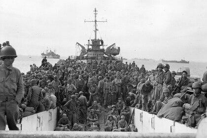 Tropas de tierra del regimiento de infantería 31 en Inchon Harbor, Corea, el 18 de septiembre de 1950 (US Army)