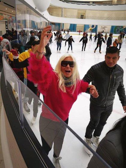 Festejó su cumple, conoció el espectacular The Vessel, vio musicales en Broadway... ¡se cruzó a Hillary y Bill Clinton! Si algo le faltaba a estas vacaciones de Susana Giménez en Nueva York era patinar sobre hielo. Dicho... ¡y hecho, claro! (Foto: Instagram)