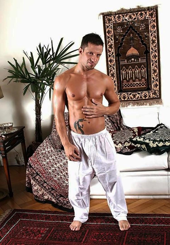 Bruno Bordas, caracterizado en el set de filmación de la película Arabian Fantasy