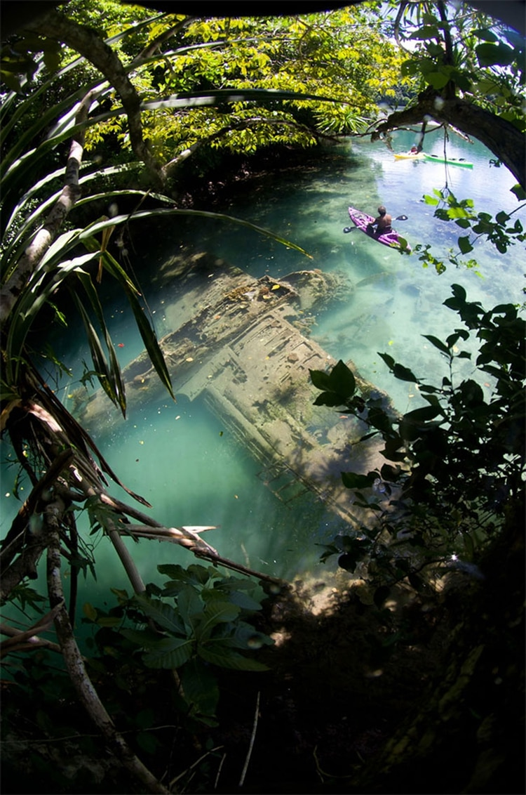 Los restos del avión fuero hallados por turistas que visitaban la isla