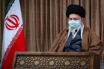 El líder Supremo de Irán,  Ayatolá Ali Khamenei . Teherán, Irán, 11 de marzo de  2021. Official Khamenei Website/Handout via REUTERS