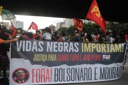 21/11/2020 Protesta por el D�a de la Conciencia Racial en Madrid despu�s de la muerte a golpes de un hombre negro en una tienda. POLITICA  ADELEKE ANTHONY FOTE / ZUMA PRESS / CONTACTOPHOTO