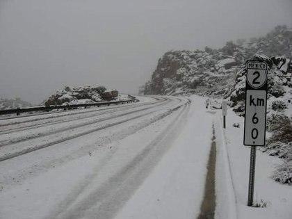 La autopista el Hongo-Rumorosa se encuentra cerrada a la circulación Foto: (Twitter AlejanndraG)