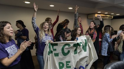 Los cánticos de empleadas judiciales autoconvocadas en el Consejo (Adrián Escandar)