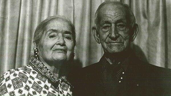 María Rebecca Latigo de Hernández y su esposo