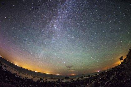 Para observar las Gemínidas, dirija su mirada a la constelación de Géminis, el punto en el cielo desde el que parecen caer los autos de carreras (Foto: EFE / Tatyana Zenkovich / Archivo)