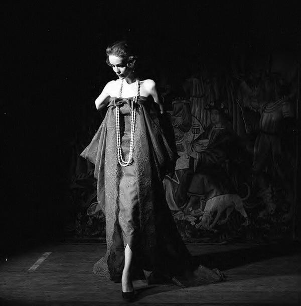Prolíficamente activo hasta su muerte en 1994, su archivo de más de cien mil negativos se encuentra actualmente en proceso de puesta en valor, digitalización y difusión por su nieta, la pintora Paula Senderowicz