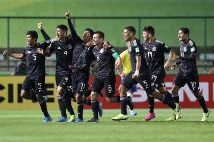 La selección mexicana celebrando el gol de Bryan Gonzalez (Foto: REUTERS/Sergio Moraes)