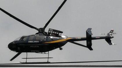 Las autoridades pusieron a disposición un helicóptero de la SSC, el cual realizó un sobrevuelo de la alcaldía Benito Juárez para auxiliar y lograr la detención de los presuntos responsables del robo (Foto: Twitter@Bowsett95097035)
