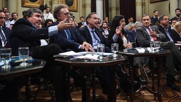 Los senadores del peronismo durante el debate en la Comisión (Gabriel Cano / Comunicación Senado)