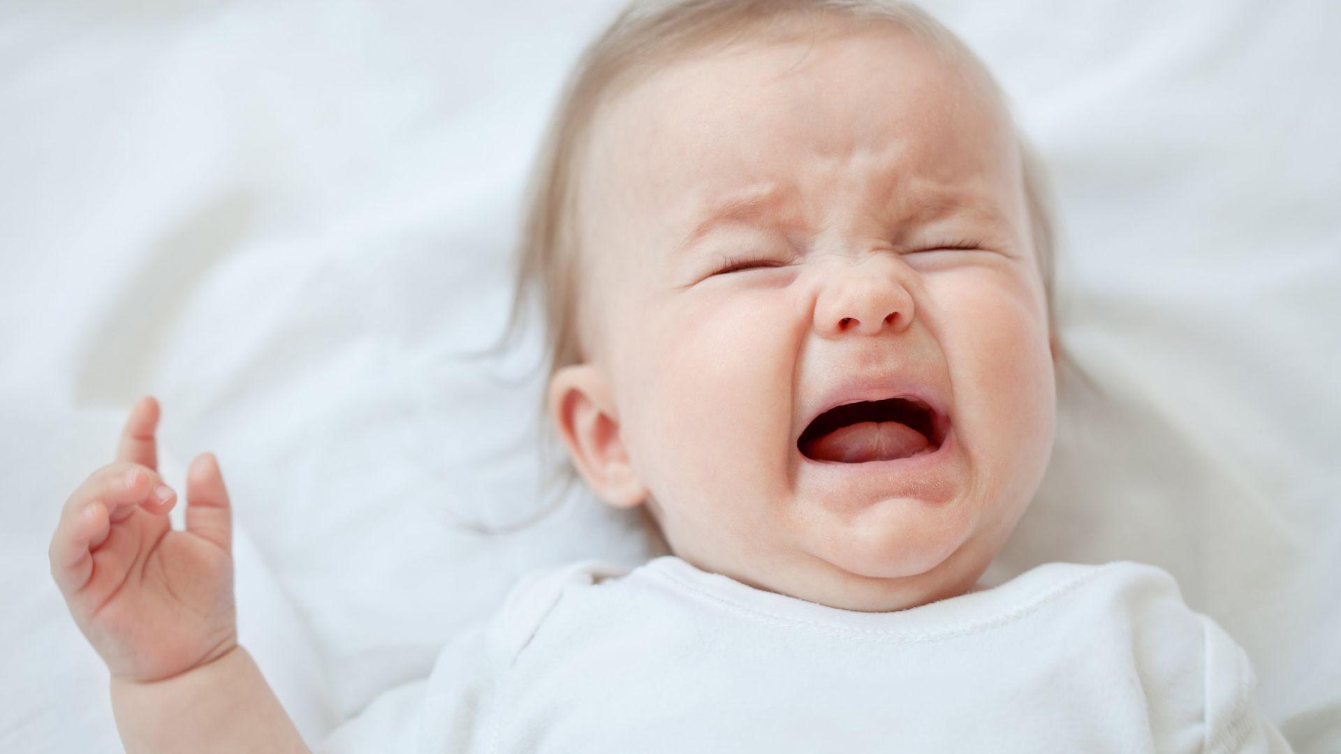 El llanto es la manera en que los niños comunican que hay un displacer. Las sacudidas pueden provocar en el bebé: daño cerebral permanente, ceguera, convulsiones, parálisis cerebral, parálisis, discapacidades del desarrollo y la muerte. Desde la Sociedad Argentina de Pediatría, aconsejan tener en cuenta que antes del año de vida, es más frecuente que los chicos tengan crisis de llanto. Hay que pedir ayuda en el cuidado para no desbordarse.