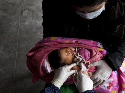 Campaña de vacunación a los niños contra el sarampión EFE/EPA/NARENDRA SHRESTHA/Archivo