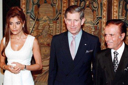 Carlos Menem y su hija Zulema junto al príncipe Carlos de Inglaterra en el Hotel Alvear de Buenos Aires en 1999. Se trató de la primera visita de la realeza británica desde la Guerra de Malvinas