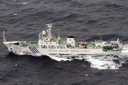 Imagen distribuida por la Guardia Costera Regional japonesa que mostraba una embarcación de vigilancia china navegando en aguas japonesas, junto a las disputadas islas Senkaku, en una foto de archivo (EFE)