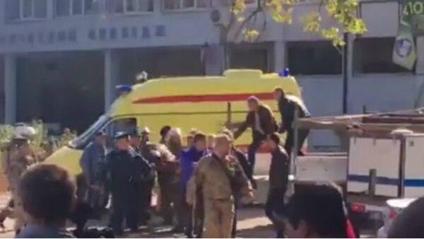 Los servicios de emergencia actuando en el lugar de la explosión