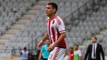 Con la casaca de la selección de Paraguay, a la que llegó tras destacarse en el combinado Sub 20