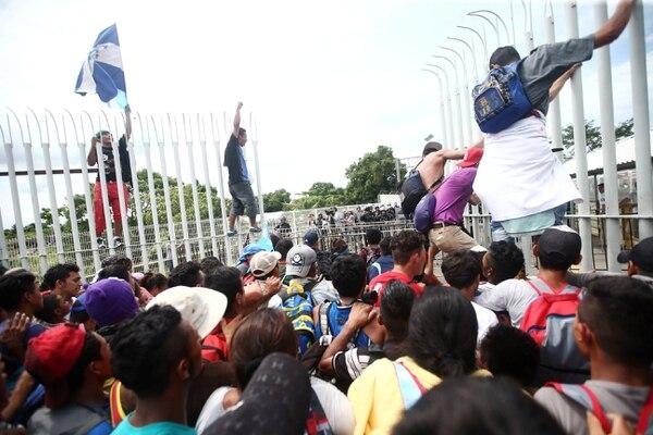 Miles de hondureños marchan en caravana para llegar a EEUU(REUTERS/Edgard Garrido)