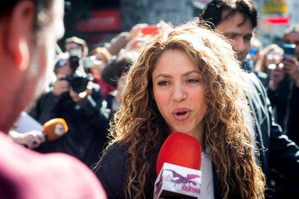 Usuarios de las redes sociales filtraron videos de supuesta atracción romántica entre Shakira y Alejandro Sanz (EFE/Luca Piergiovanni(